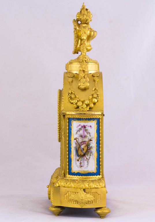 Orologio in bronzo dorato e placche di Sevres